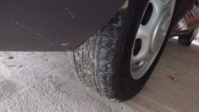 Vendo ou troco lindas rodas 13 coquinho por 15 com pneus  - Foto 3