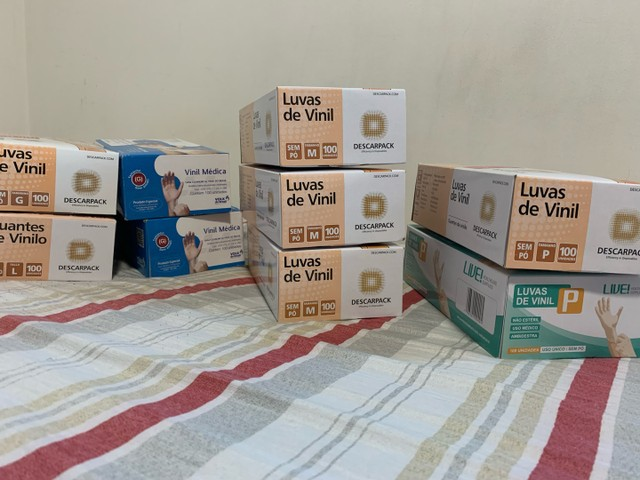 Caixas de luva de vinil R$45 cada caixa