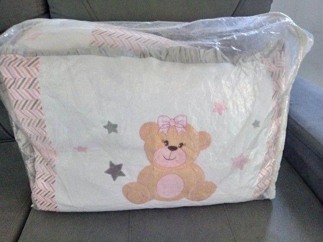 Kit berço com 8 peças chanfrado rosa e cinza