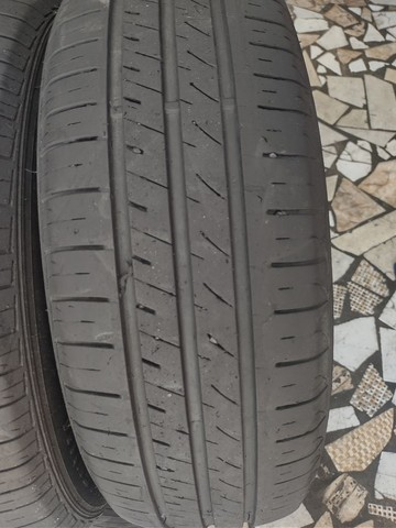 2 pneus 195/65 aro 15 semi-novo - Foto 2