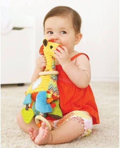 Girafa de pelúcia sensorial - Infantino - Foto 3