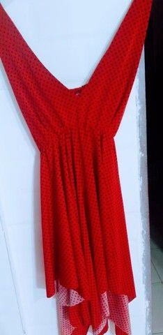Vendo esse lindo vestido vermelho.