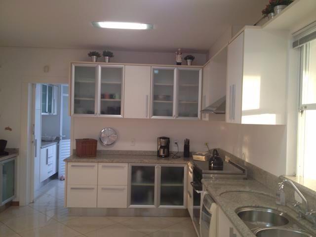Locação anual de casa de alto padrão em Jurerê Internacional em Florianópolis