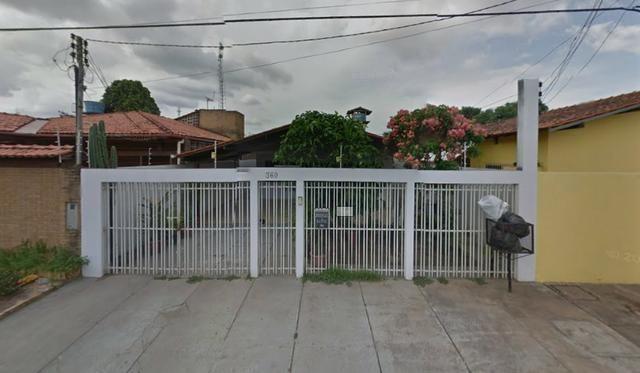 Casa residencial com 2 quartos e 1 suíte, no Jd. equatorial