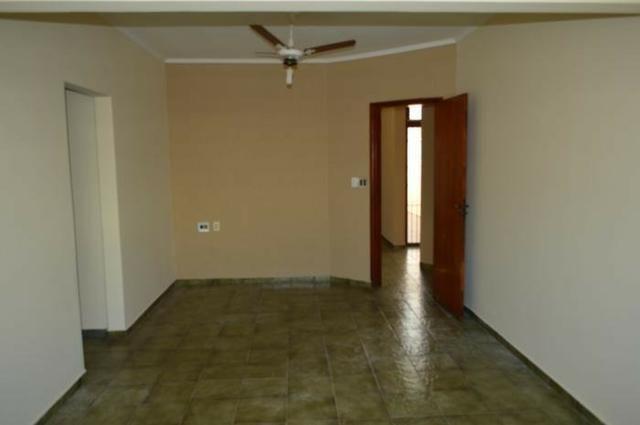 Casa em batatais,3 dormitorios,1 suite, piscina, sauna e varanda gourmet, região central - Foto 3