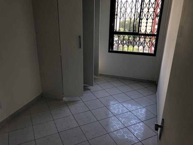 Apartamento 2/4 com dependência, reversível 3/4, localizado - Foto 5