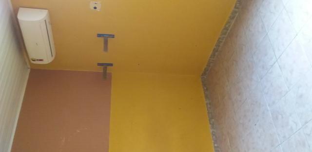 Casa muito ampla e arejada com garagem e 2 qts - Foto 3