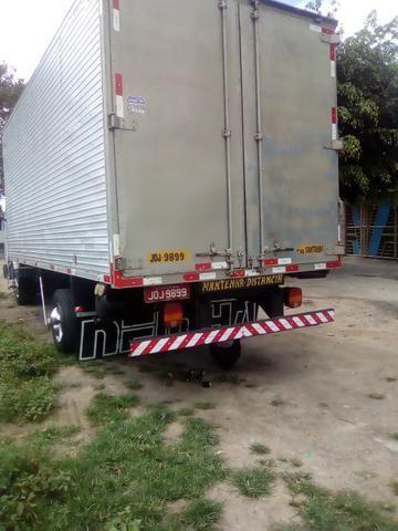 Caminhão baú 8120