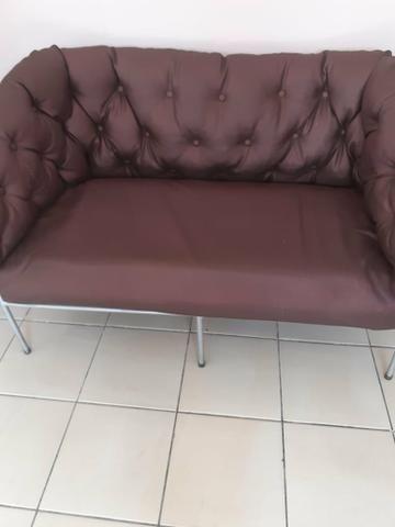 Poutronas e sofa