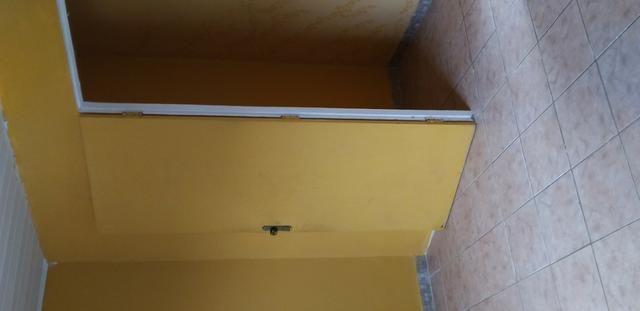 Casa muito ampla e arejada com garagem e 2 qts - Foto 2