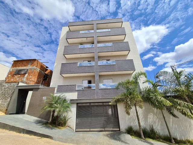 Apartamento no Jardim Panorama a 40m da rua Santa Maria