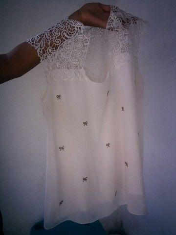 Blusa Branca com renda e detalhes