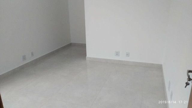 Apartamento B. Caravelas. COD A203. 2 qts/suíte, elevador,69 m². Valor 200 mil - Foto 2