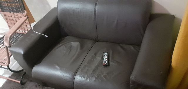 Vendo Sofá de couro Usado...