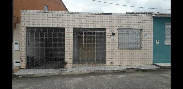 Casa no centro da cidade de salgado desceu a avenida entra na rua a direita já está nela