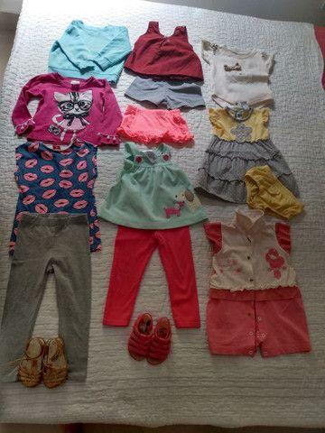28 peças de roupas infantis