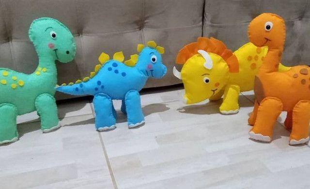Dinossauros de feltro.