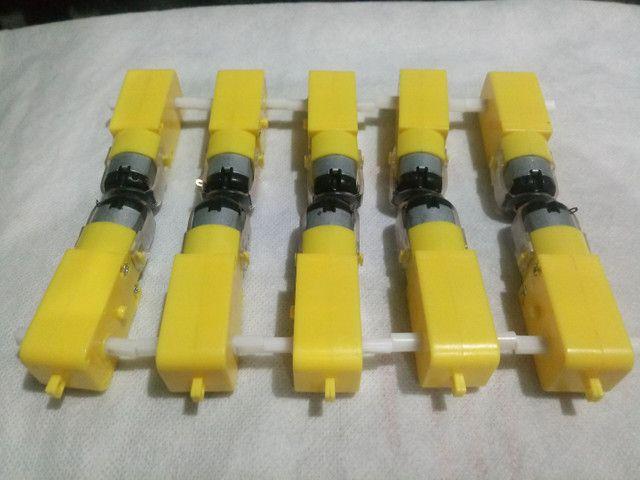 Vendo 10 Motores com caixa de redução de 3 A 6 volts para robótica e Arduino