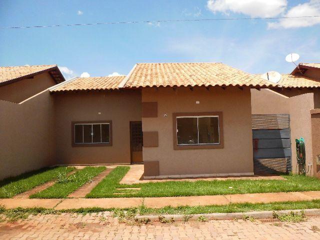 Casa ampla e semi nova em Condomínio no Parati
