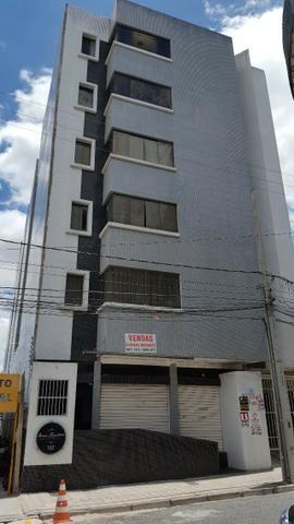 Belo Apartamento no Centro com 02 Quartos e 01 Vaga de Garagem - Imperdível