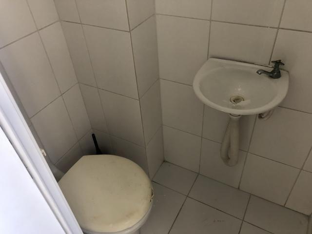 Apartamento 2/4 com dependência, reversível 3/4, localizado - Foto 11