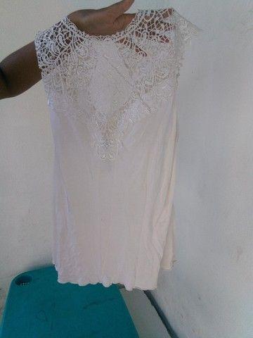 Blusa Branca com renda e detalhes  - Foto 2