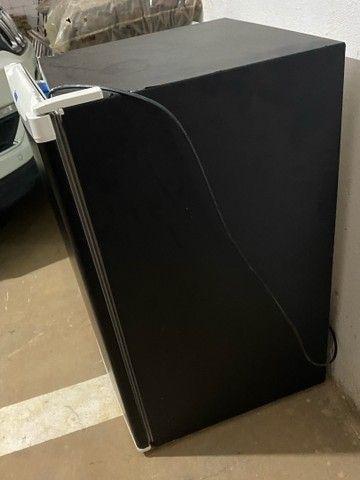 Frigobar Electrolux preto funcionando  - Foto 3