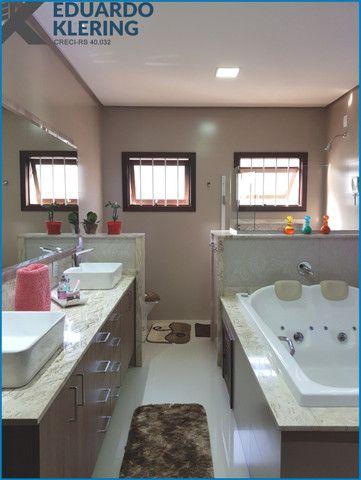 Casa de Alto Padrão, com 3 dormitórios, 3 banheiros, jardim com piscina, 399,48m² - Foto 14