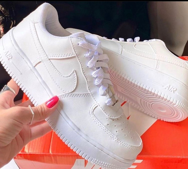 Vendo tênis nike air branco  - Foto 2