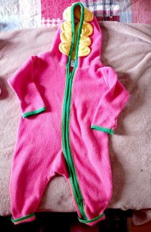Macacao plush rosa tamanho 2
