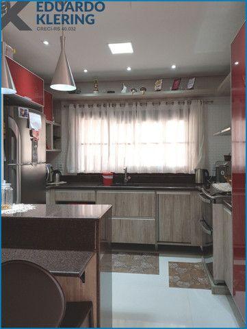 Casa de Alto Padrão, com 3 dormitórios, 3 banheiros, jardim com piscina, 399,48m² - Foto 12