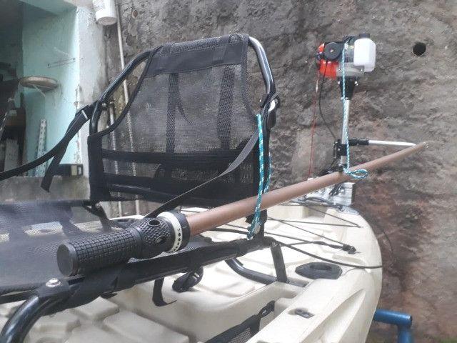 Caiaque Caiman - 100 com motor, vendo ou troco por um  caiaque de pedal. - Foto 2