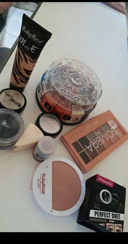 Kit maquiagem e uma chapinha  - Foto 2