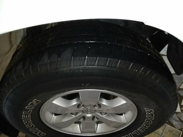 Vendo 4 pneus R 16 Hilux