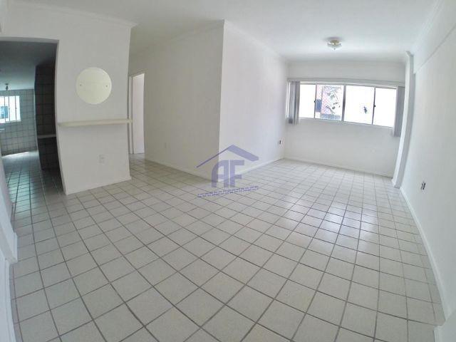 Apartamento com 3 quartos sendo 1 suíte - Edifício Mediterrâneo - Poço