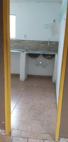 Casa muito ampla e arejada com garagem e 2 qts - Foto 7