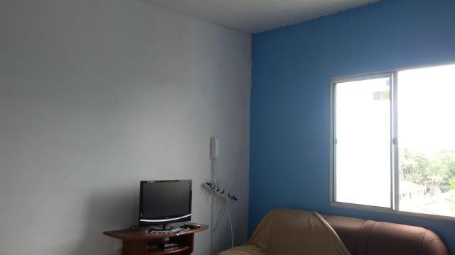 Vende-se um apartamento em condomínio fechado