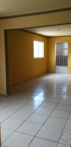 Casa muito ampla e arejada com garagem e 2 qts - Foto 5