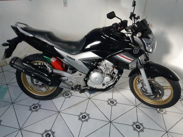 Vendo essa linda moto ,está em dias Pnel bom kit transmissão trocado óleo filtros está top - Foto 3