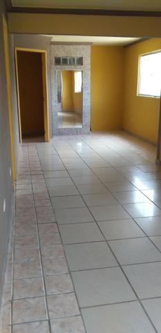 Casa muito ampla e arejada com garagem e 2 qts - Foto 11