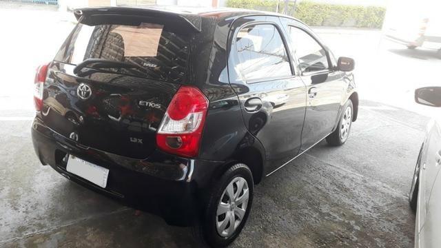 Toyota Etios 1.3 X hatch 2013/13 novo - Foto 9