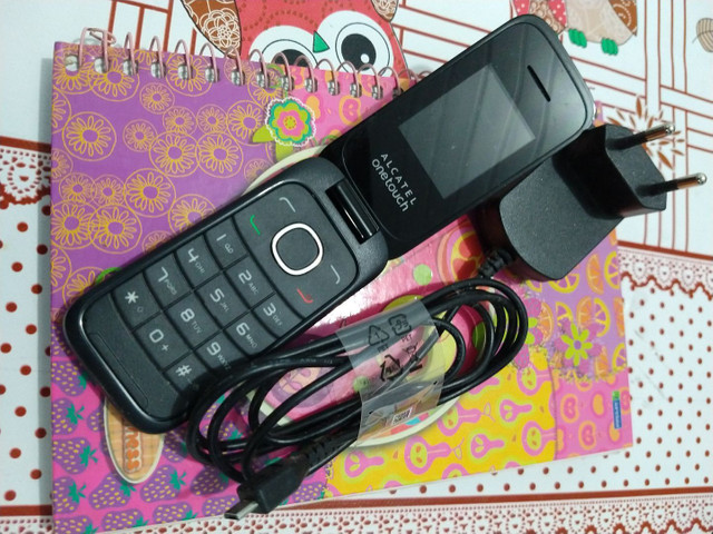 Vende-se celular de flip - Foto 2