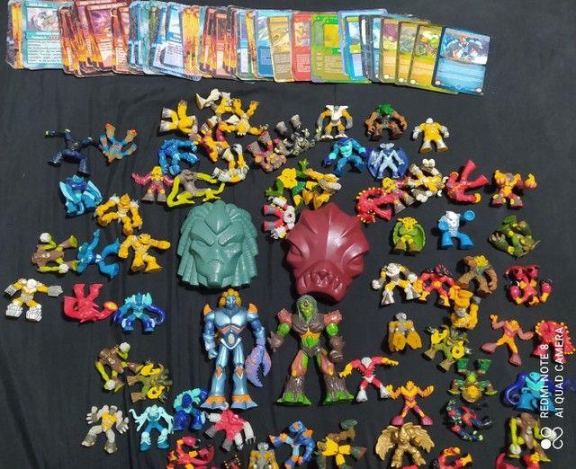 Vendo Coleção de brinquedos Gormiti mais cartas - Foto 4
