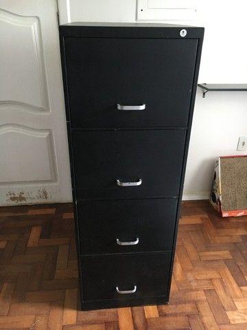 Arquivo 4 gavetas, pintado de preto.