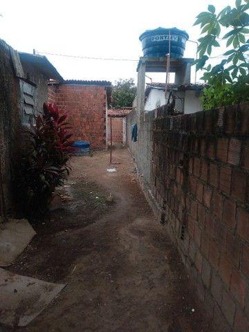 Terreno com uma pequena casa na frente - Foto 4
