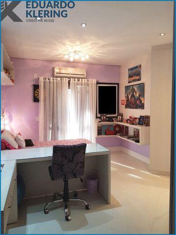 Casa de Alto Padrão, com 3 dormitórios, 3 banheiros, jardim com piscina, 399,48m² - Foto 15