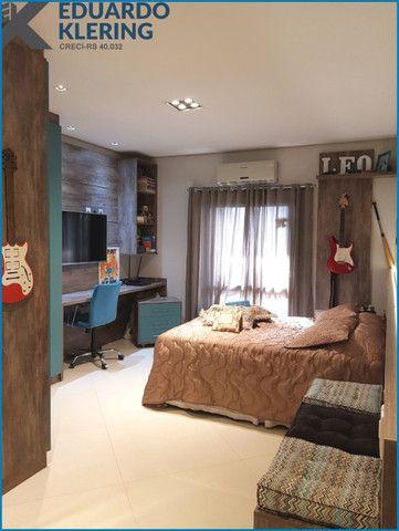 Casa de Alto Padrão, com 3 dormitórios, 3 banheiros, jardim com piscina, 399,48m² - Foto 16