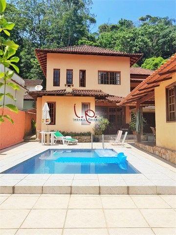 Luxuosa Casa com 4 Quartos, Bem Localizada, Rua Tranquila, 05 min Centro Histórico - Petró