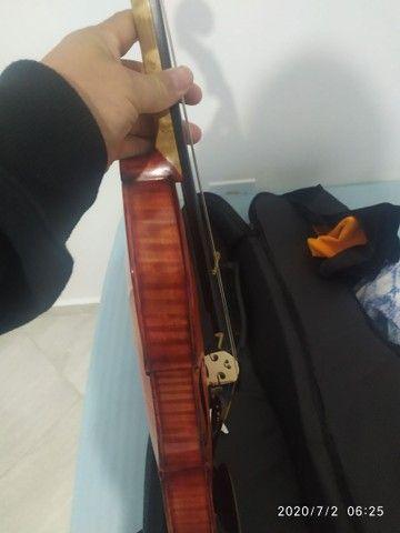Violino artesanal na caixa