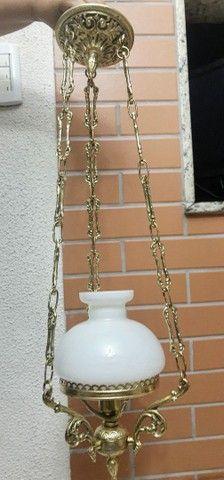 Abajur em bronze com cúpula leitosa - Foto 5